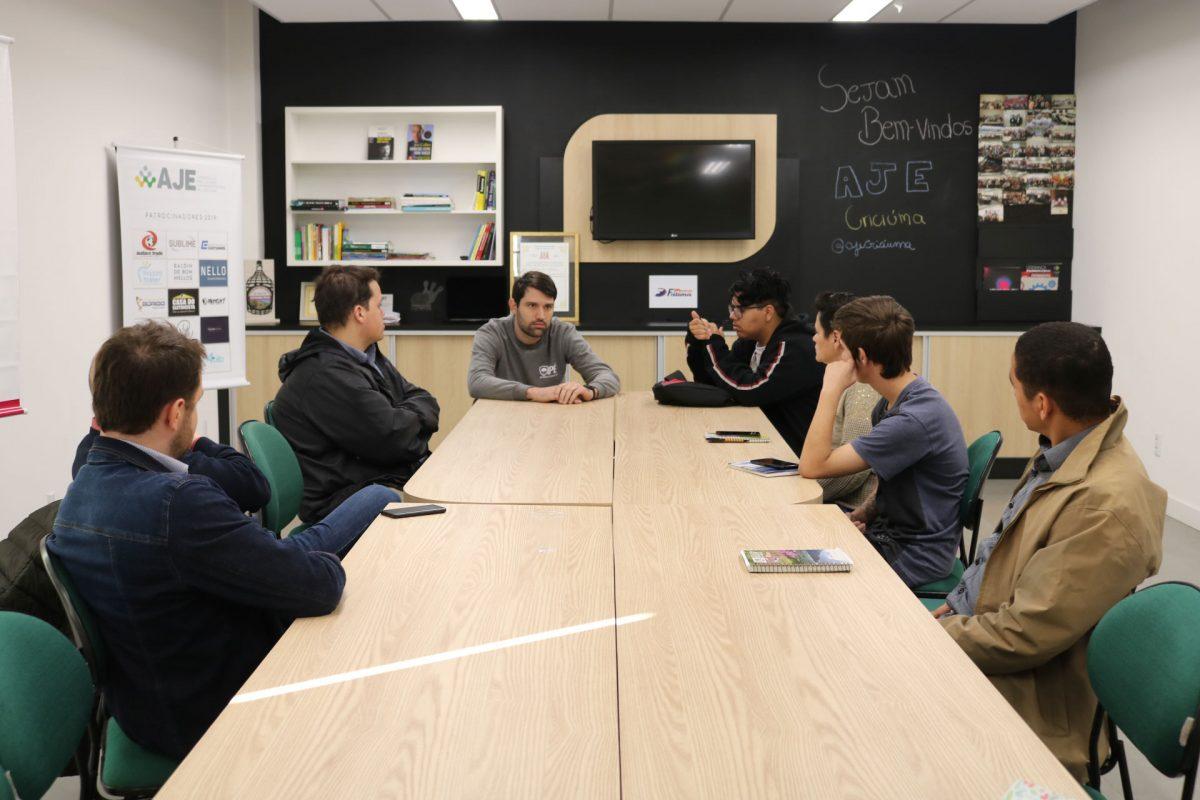 Participantes da primeira edição do Motiva Jovem visitam a ACIC
