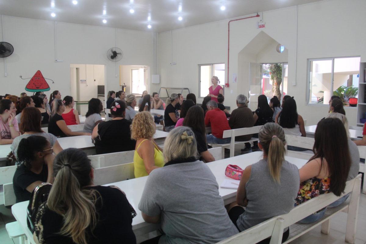 Profissionais do CEI Professor Lapagesse e Centro de Convivência Vida Nova se organizam para receber crianças nesta quarta-feira