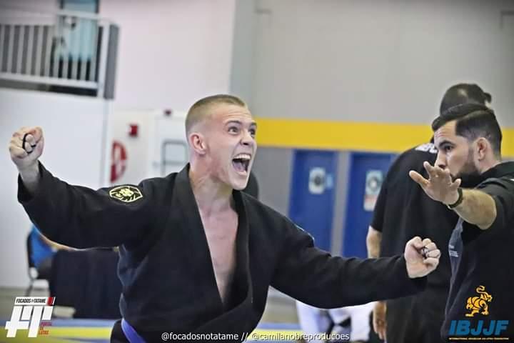 Joinvilense Caio Felipe Ramos ganha ouro na estreia da faixa azul de jiu-jitsu